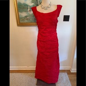 RED STUNNING EVENING DRESS SZ 16